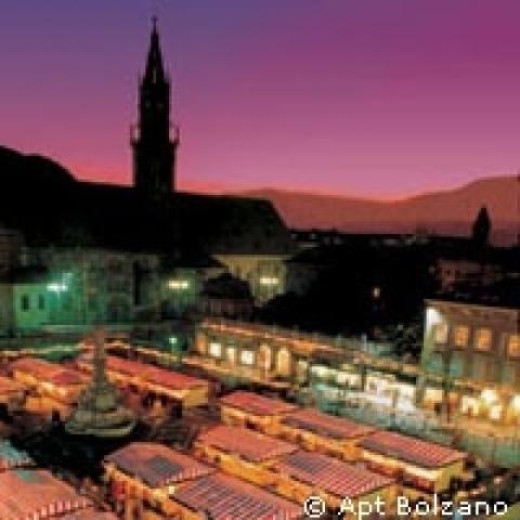 Bolzano Travel Guide | Trip to Bolzano | Piazza Walther ...