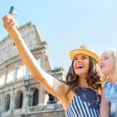 Selfie Mother and Daughter in front of Colosseum Rome