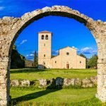 Molise_Volturno_San_Vincenzo_Abbey_View