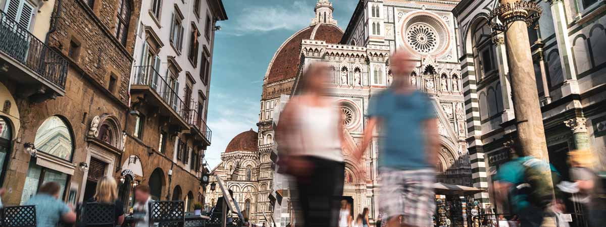Florence Santa Maria Del Fiore People walking