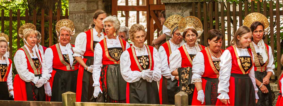 Aosta_Valley_Walser_Traditional_Costumes_Folklore_People