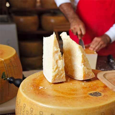 Emilia_Romagna_Parma_Parmigiano_Reggiano_Cheese_Cutting_Food