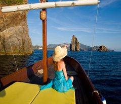 Sicily_HOneymoon_Boatride_eolian_island_1_blg