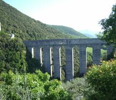 Spoleto_Umbria_bridge_of_the_Towers_blg