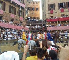 Tuscany_Siena_palio_horses_race_2_blg