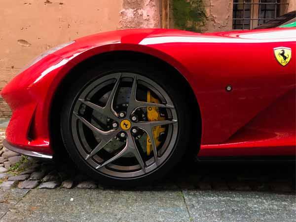 Emilia__Modena_Ferrari_Model_Detail_Horse_Red