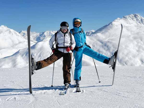 Italy_Skiing_People_Snow_Mountain