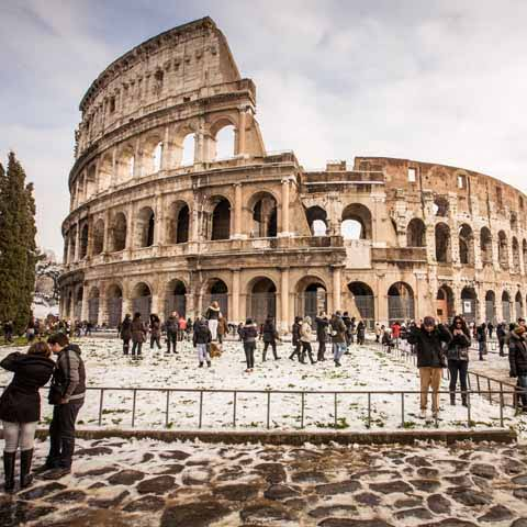 Lazio_Rome_Colosseum_People_Winter_Snow