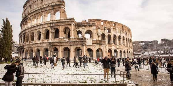 Lazio_Rome_Colosseum_Winter_People
