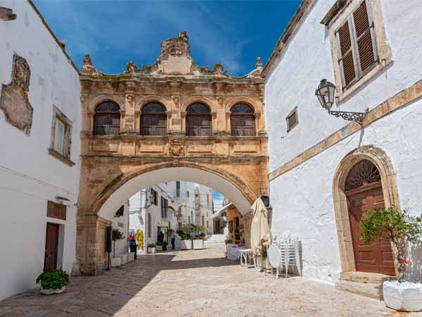Apulia_Ostuni_Arco_Scoppa_Bishop_Palace_Seminalio_culture_