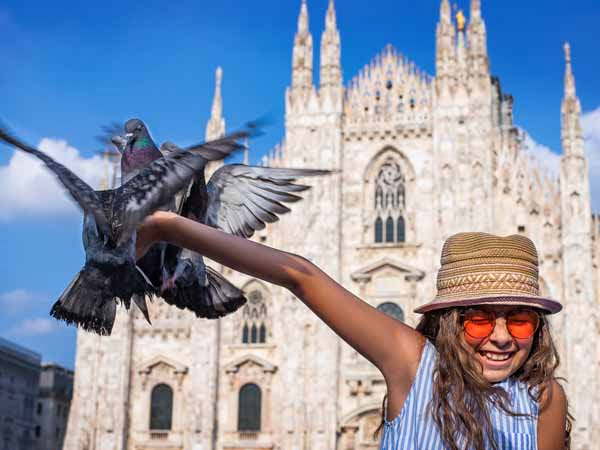 Lombardy_Milan_Kids_Cathedral_Playing_Doves_People