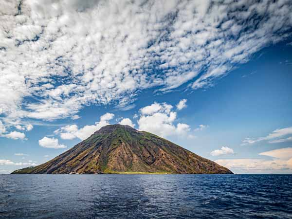 Sicily_Aeolian_Islands_Stromboli_Vulcan_Cone_Lava_View