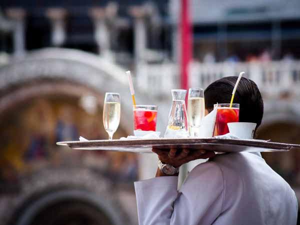 Venice Aperitiv Serving