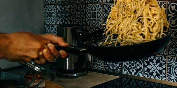 Italy_Food_Carbonara_Pasta_Making