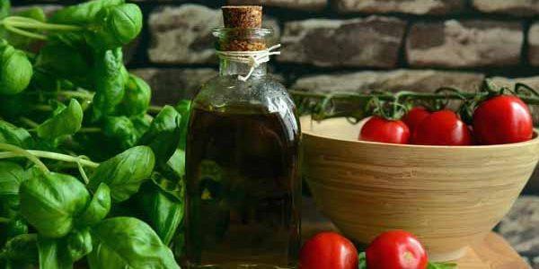 Italy_Food_Oil_Tomatoes_Garlic_Ingredients