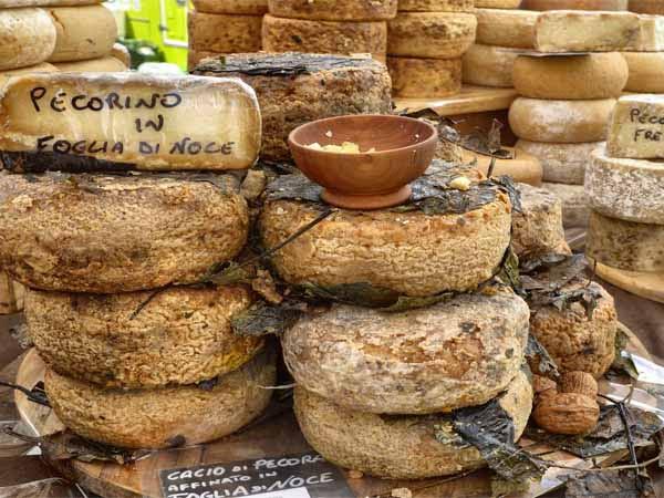 Piedmont_Langhe_Food_Cheese_Open_Market