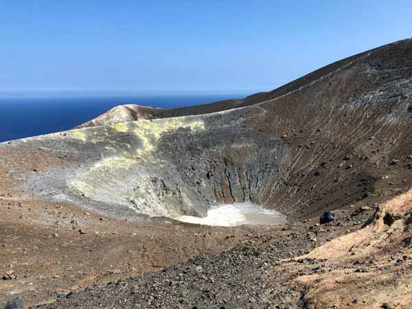 Sicily_Aeolian_Islands_Vulcano_Island_crater_view