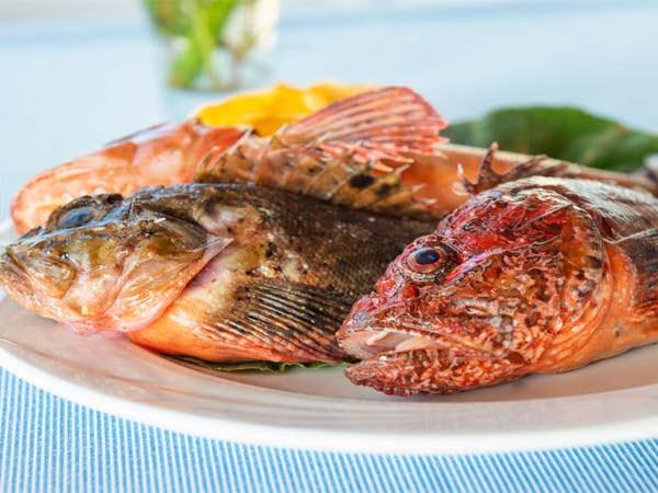 Sicily_Aeolian_Islands_food_fresh_fish_Place_dish