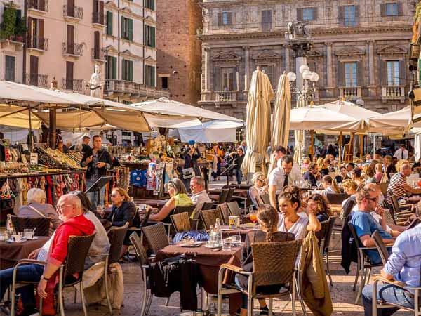 Veneto_Verona_Piazza_Erbe_Aperitivo_Spritz
