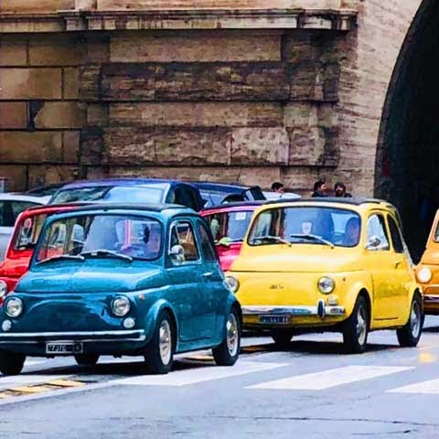 Italy_General_culture_Fiat_500_Vintage_Cars_Street