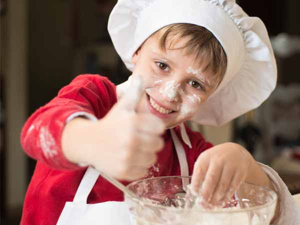 Italy_Food_People_Kids_Making_Pizza