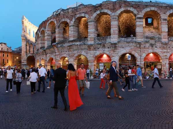 Veneto_Verona_Arena_People_Opera_Night
